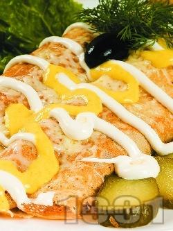 Солени палачинки с картофи, шунка, сметана и топено сирене запечени на фурна - снимка на рецептата